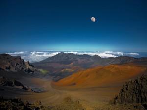 La luna sobre un bello lugar