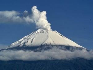 Postal: El volcán Popocatépetl (México)
