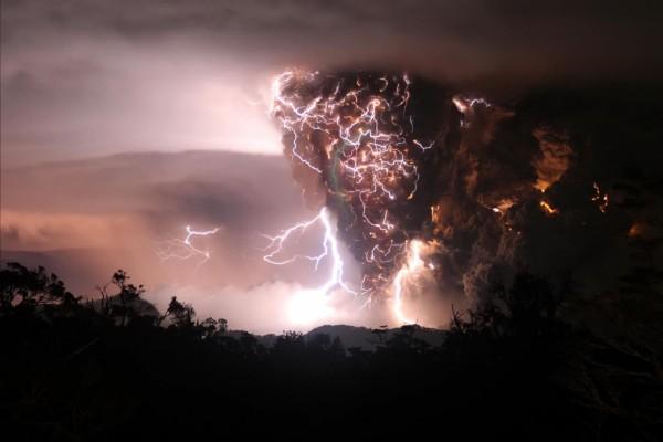 Tormenta eléctrica en el volcán Chaitén (Chile)
