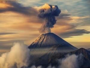 El Monte Semeru en la isla de Java