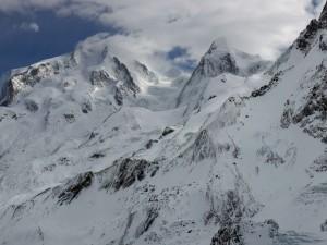 Postal: Montañas con nieve y nubes