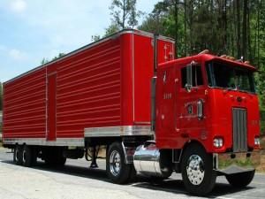 Camión rojo Peterbilt