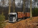 Camión Scania transportando troncos