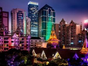 Postal: Edificios iluminados en Shanghai