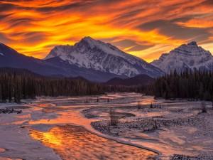 Postal: Colores en el cielo sobre las montañas