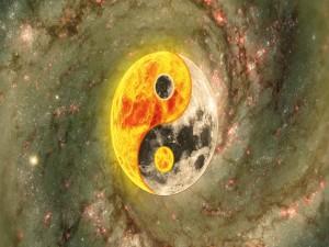 Postal: Las fuerzas Yin y Yang en el sol y la luna