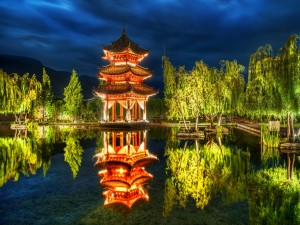 Postal: Bonito parque iluminado en la noche