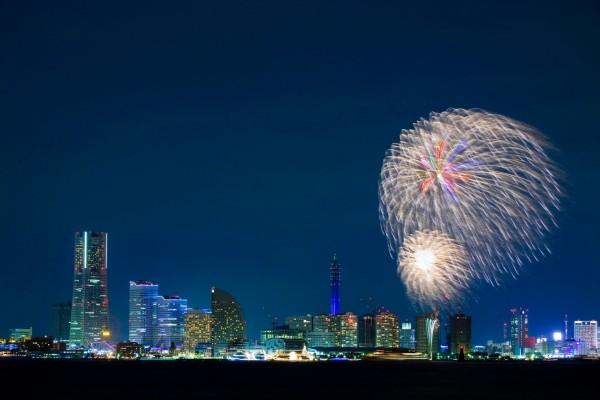 Fuegos artificiales en Minato Mirai 21 (Yokohama)