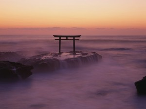 Postal: Un Torii en el mar