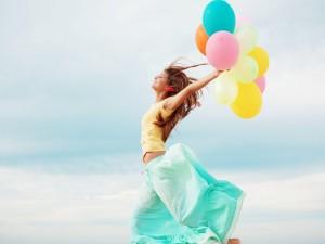 Postal: Feliz con globos de colores