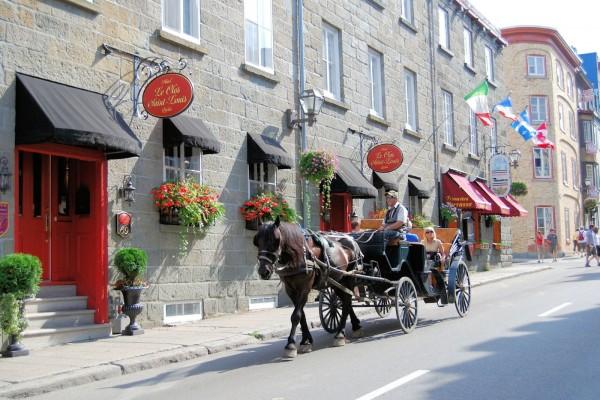 Tradicional carreta turística (Quebec, Canadá)