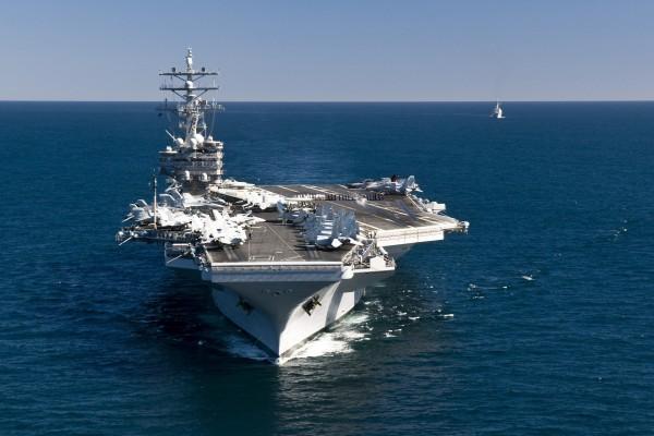 Portaaviones y  buque de apoyo