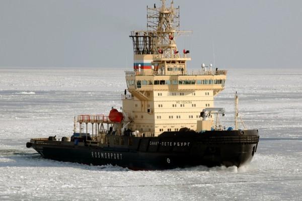 Rompehielos en el golfo de Finlandia