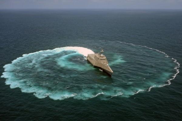 Barco demostrando la capacidad de maniobra