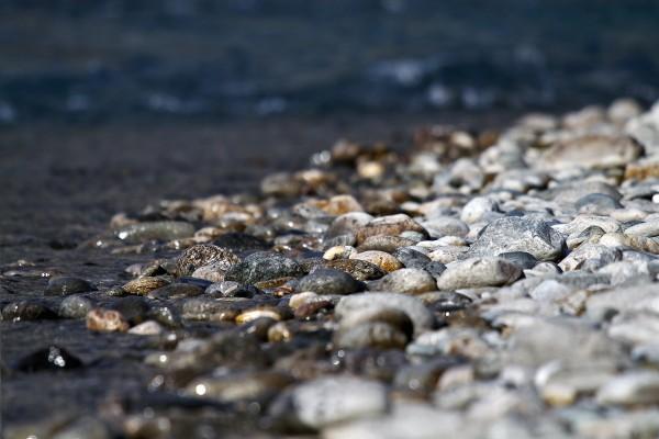 Piedras mojadas y secas