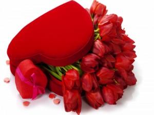 Flores en una caja con forma de corazón