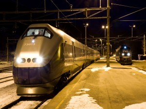 Postal: Trenes en la noche invernal