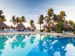 Gran piscina para relajarse y bañarse