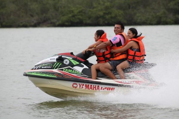 Paseo en moto acuática