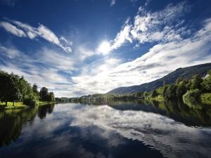 Día de sol en el río