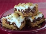 Bizcocho con chocolate fundido y merengue