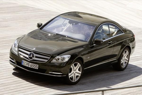 Conduciendo un Mercedes