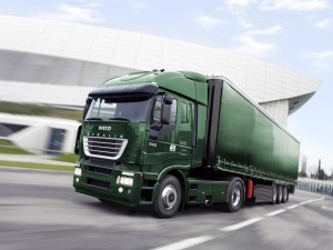 Camión Iveco Stralis de color verde