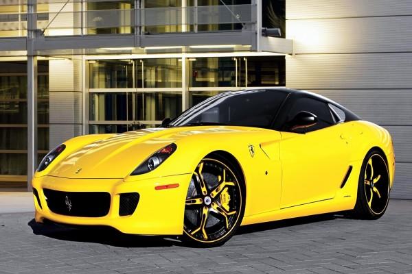 Ferrari 599 color amarillo