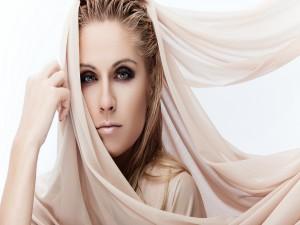 Mujer con una túnica