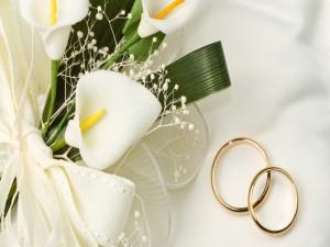 Postal: Flores y anillos para una boda