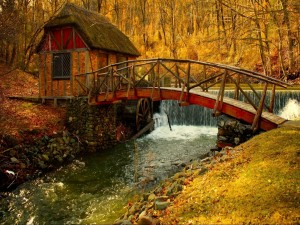 Postal: Puente de madera cruzando el río