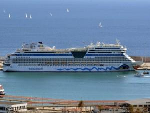 Postal: AIDAmar en el puerto de Palma de Mallorca