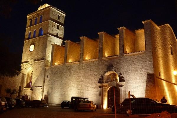 Catedral de Ibiza en la noche