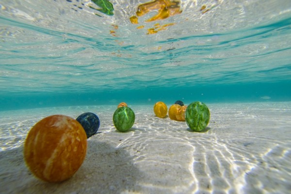 Huevos de Pascua bajo el agua