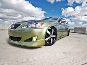 Postal: Un coche Lexus