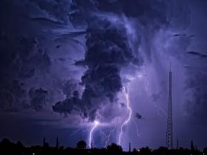 Postal: Relámpagos y nubes