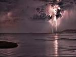 Rayos en la noche