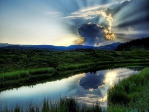 Postal: Puesta de sol detrás de las nubes