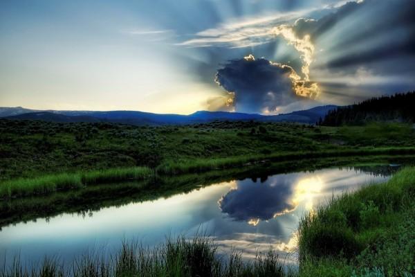 Puesta de sol detrás de las nubes