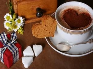 Taza de chocolate con corazones