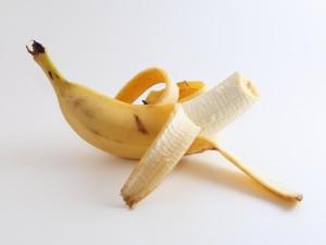Plátano semi pelado