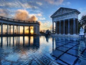 Postal: Atardecer en una bonita piscina