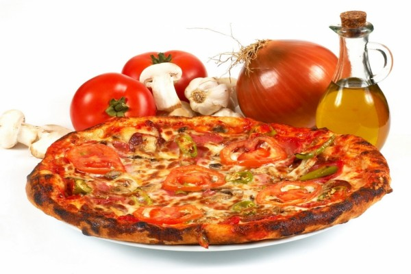 Pizza horneada con ricos ingredientes