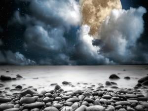 Postal: Noche de luna llena en la playa