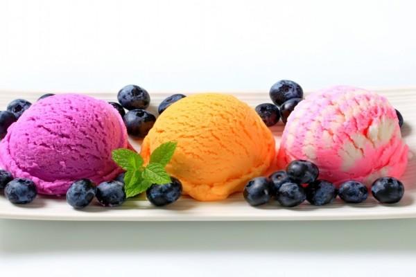 Tres coloridos y deliciosos helados