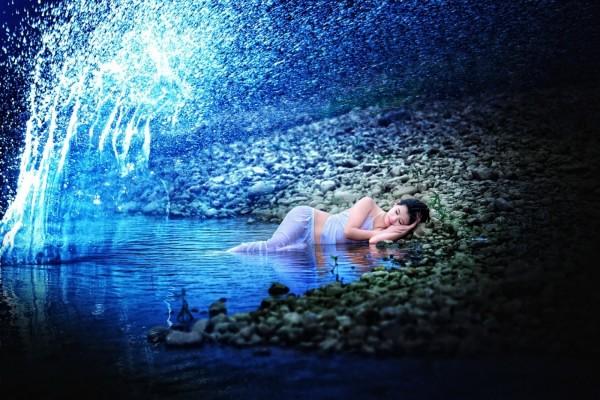 Mujer en un mundo de fantasía