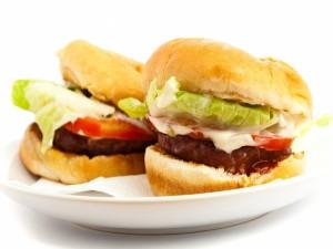 Postal: Dos hamburguesas con salsas