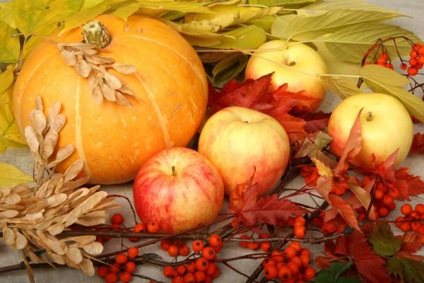 Manzanas y una calabaza