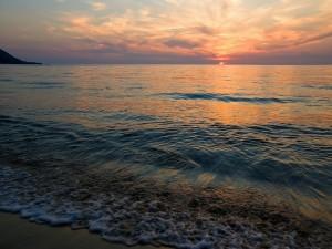 Puesta de sol a orillas del mar