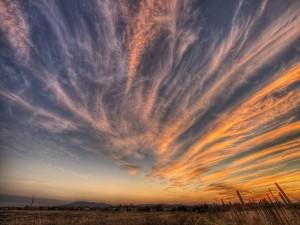 Postal: Nubes extendidas en el cielo
